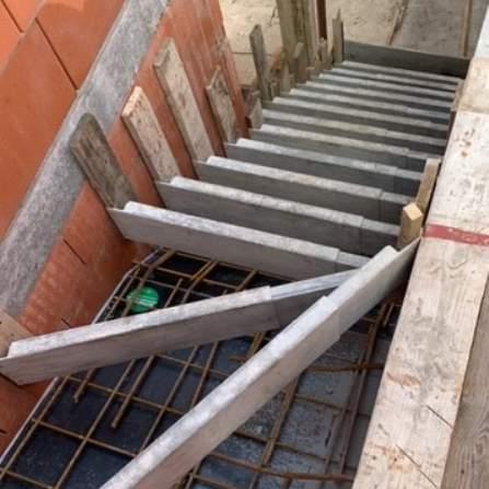 Voorbereidingen ter plaatse gestorte trappen